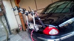 Маємо велобагажник  для перевезення 1-3-х велосипедів на  дверцятах багажника автомобіля Jaguar X-type 2008 р/в.
